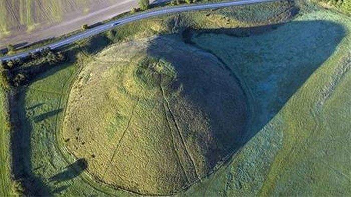 Silbury Hill không đơn giản chỉ là gò đất được đồn thổi có ma