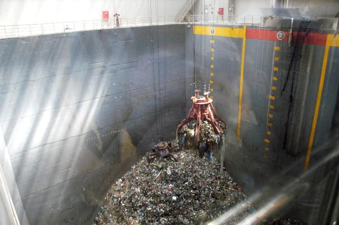 Khu xử lý rác bên trong nhà máy điện rác Cần Thơ. Đây là một trong số ít các nhà máy điện rác đã đi vào hoạt động hiệu quả tại Việt Nam. Nguồn: tienphong