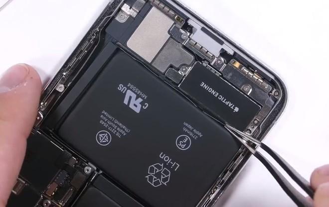 Tien thay man hinh chinh hang iPhone XS Max o VN gan bang iPhone X cu hinh anh 1