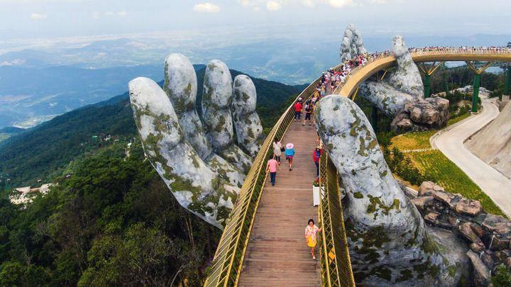 Chiêm ngưỡng loạt ảnh du lịch đẹp nhất thế giới năm 2018, Cầu Vàng tại Đà Nẵng cũng góp mặt