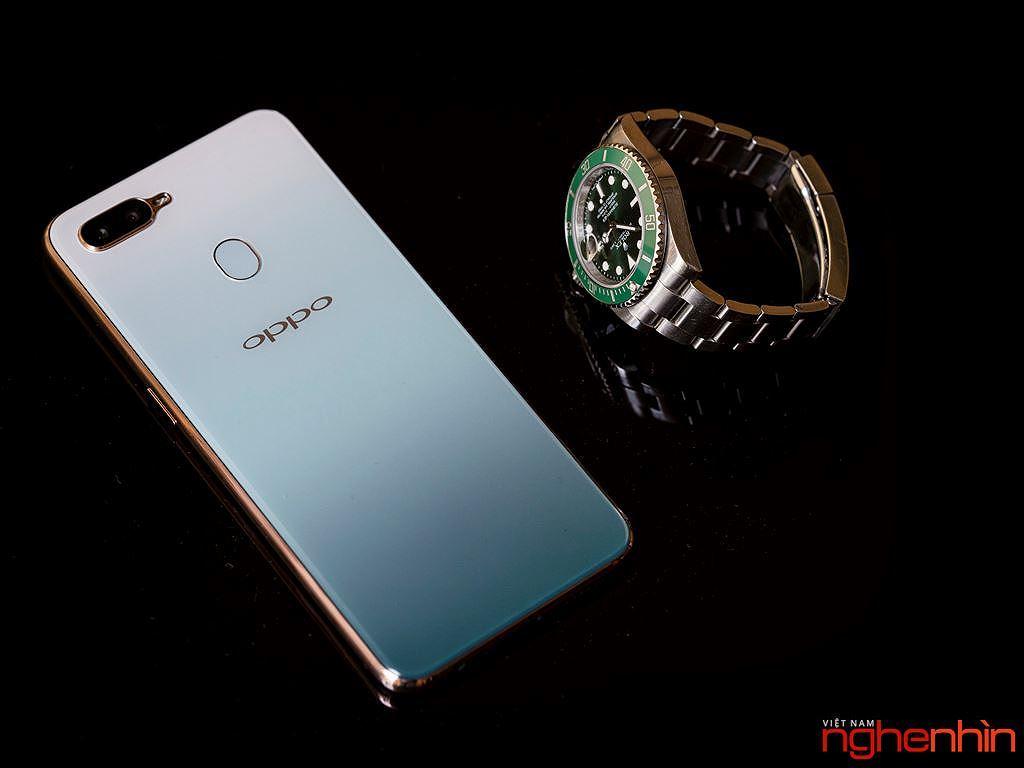 Những smartphone phong cách để diện đi chơi Tết ảnh 4