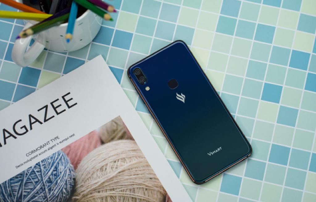 Những smartphone phong cách để diện đi chơi Tết ảnh 10