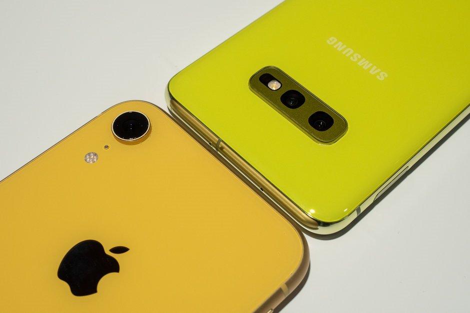 So sánh Samsung Galaxy S10e và Apple iPhone XR