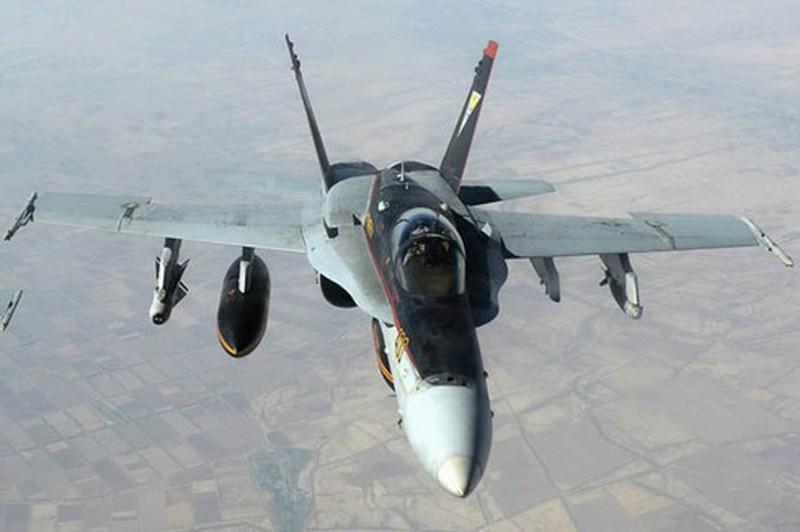 Nong: Iran khoa muc tieu, suyt ban ha tiem kich F-18 Super Hornet cua My