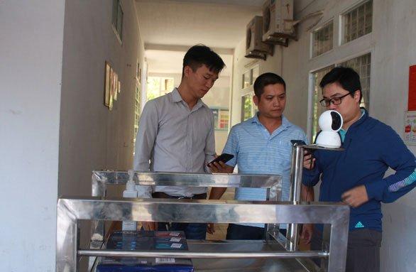 Thân robot đơn giản với thép chống gỉ tiện cho việc khử trùng và chịu được tải trọng lớn