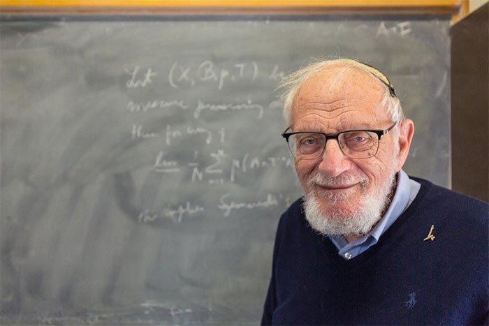Nhà toán học Hillel Furstenberg giảng dạy tại Đại học Hebrew ở Jerusalem.