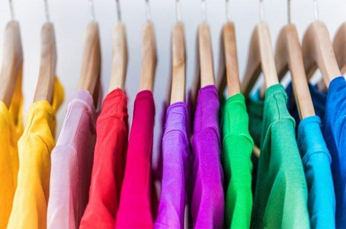 Khi bạn giặt đồ, bạn có thể giảm tác động ô nhiễm bằng cách hạ thấp nhiệt độ nước xuống.