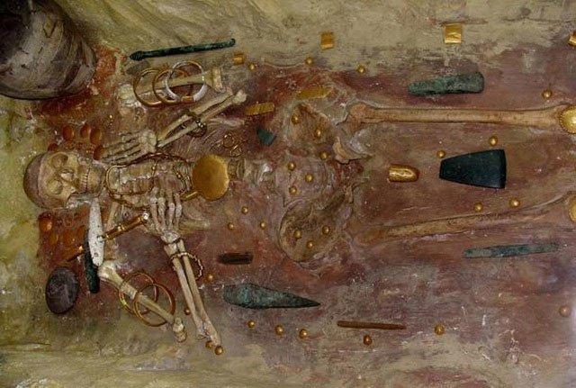 Nơi chôn cất người một đàn ông Varna có một số đồ trang sức bằng vàng nổi bật.