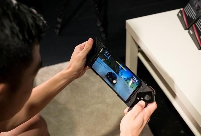 Loat smartphone xach tay giam gia manh tai Viet Nam cuoi thang 3 hinh anh 5 asusrogphoneii6.jpg