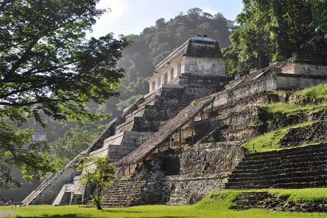 Kim tự tháp của người Maya.