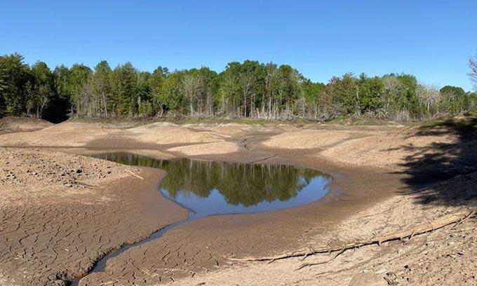 Hồ Slade mất lượng lớn nước do hố tử thần