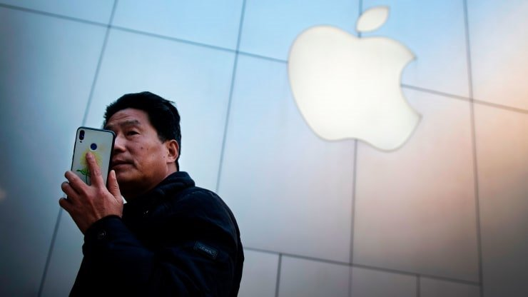Trump áp thuế 30% với hàng hóa Trung Quốc, cổ phiếu Apple giảm mạnh