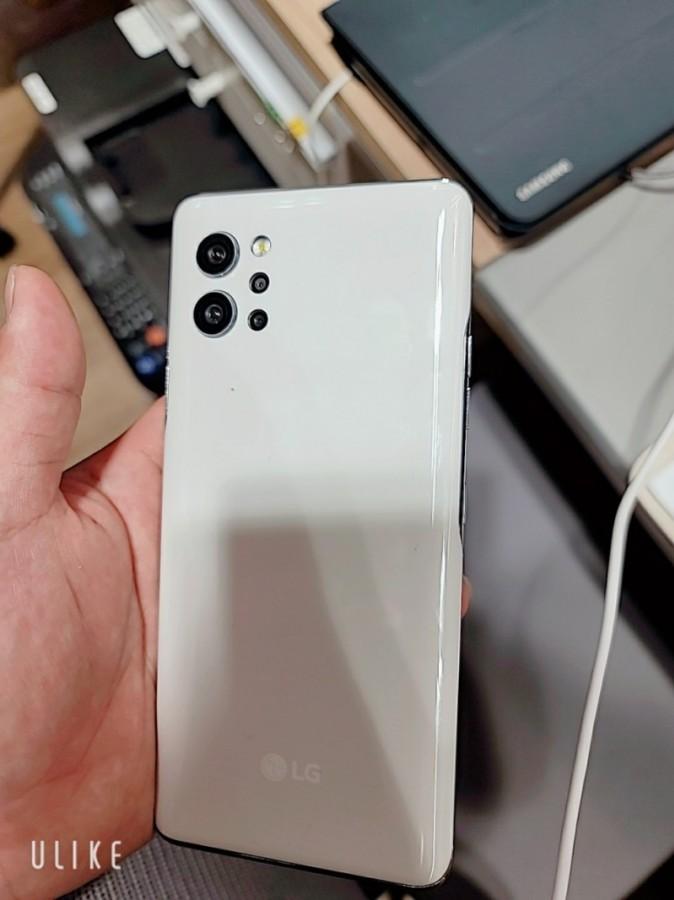 Rò rỉ ảnh thực tế LG Q92: smatphone 5G giá mềm, 4 camera, Snapdragon 765G  ảnh 2