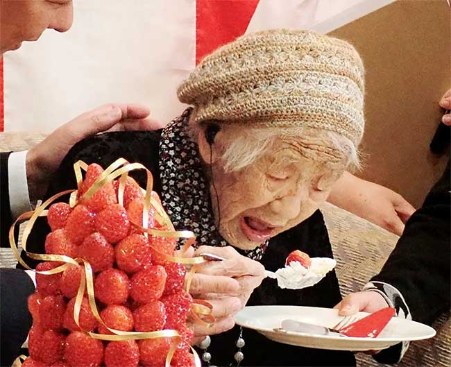 Cụ bà Kane Tanaka là người cao tuổi nhất thế giới được ghi nhận trong sách kỷ lục Guinness.