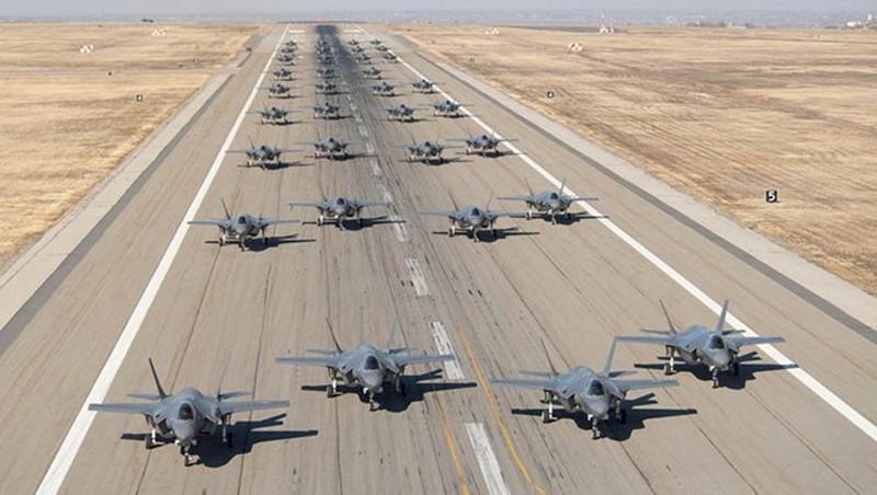 """F-35 """"chay hang"""", nha thau Lockheed Martin """"boi thu"""" 140 ty USD"""