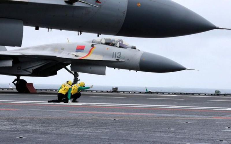 Tiem kich ham My-Trung doi dau: F/A-18 co chac thang J-15?