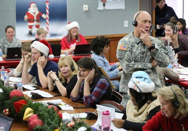 Theo dõi hành trình ông già Noel qua tổng đài của không quân Mỹ