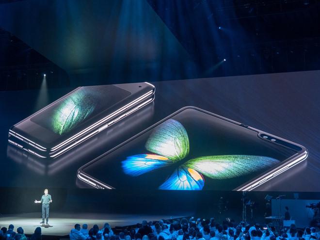 Galaxy Fold - hang doc nhung chua la ngong vang cua Samsung hinh anh 1