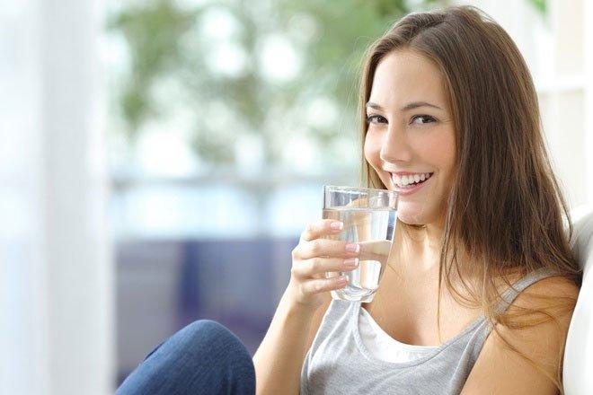 Cơ thể không đủ nước có tác động xấu đến đôi mắt.