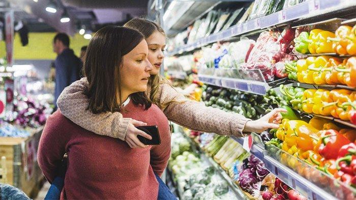 Việc sử dụng các loại rau củ quả hữu cơ là một cách để tránh ăn phải thuốc trừ sâu độc hại.