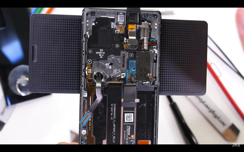 Mổ xẻ LG Wing: smartphone chuẩn quân đội Mỹ có bản lề xoay độc đáo ảnh 1