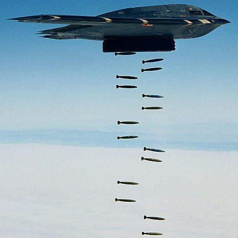 Dinh cao quan su My: B-2 Spirit khi mang 80 bom GBU-38 huy diet