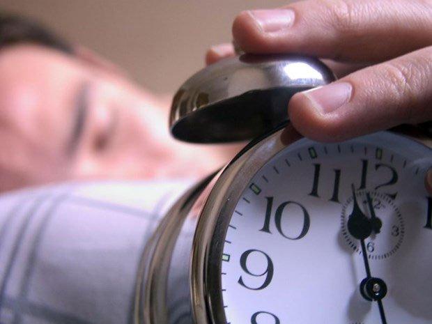 Nguồn phát xung điện từ tần số 1-40 Hz đặt trong chiếc đồng hồ báo thức nhỏ có thể kiểm soát giấc ngủ.