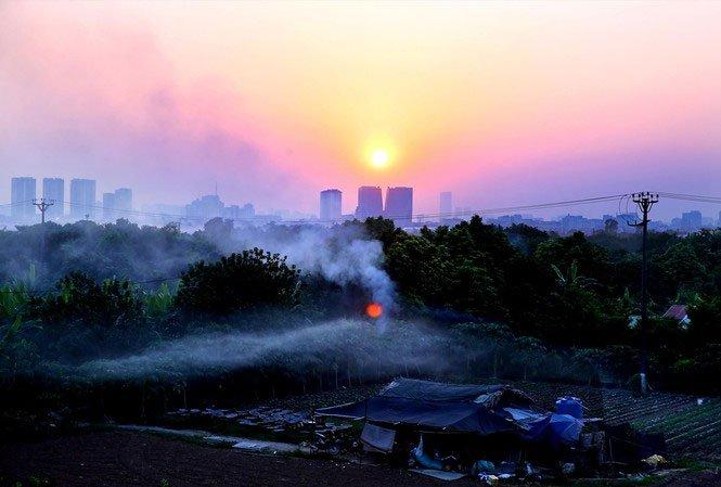 """Quá trình đô thị hóa quá nhanh góp phần biến Hà Nội thành """"hỏa diệm sơn"""" trong những ngày nắng nóng."""