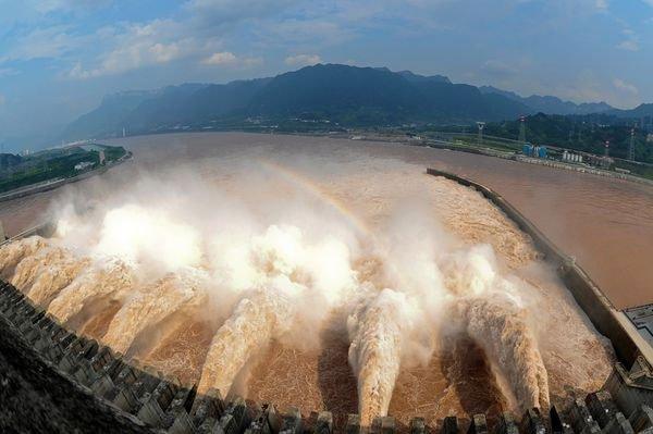 Đập sẽ giữ lại ít nhất 25.000 mét khối nước và xả 43.000 mét khối còn lại qua 7 cửa xả.