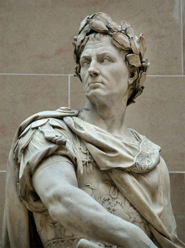 Vụ nổ núi lửa xảy ra ngay trước vụ ám sát Julius Caesar.