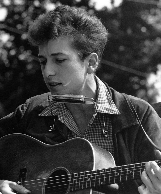 """Ngôi sao gạo cội Bob Dylan và album """"Shadow In The Night"""" đạt được 5 sao từ nhiều tạp chí uy tín hàng đầu ảnh 2"""