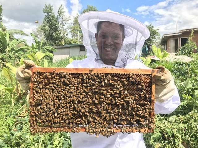 Người nuôi ong