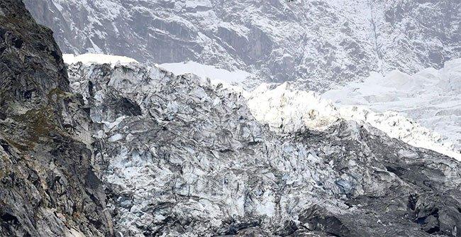 Sông băng Planpincieux ở sườn bên Italy.