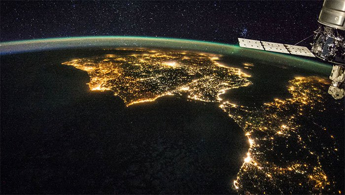 Mặt Trăng nhân tạo - tham vọng thắp sáng Trái đất không cần đèn