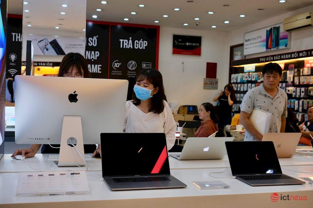 Laptop bất ngờ tăng trưởng đến 80%, doanh thu hàng loạt phụ kiện công nghệ tăng theo mùa Covid-19