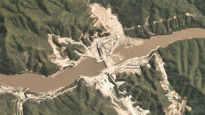 Hình ảnh chụp từ vệ tinh đập thủy điện Xayaburi trên sông Mekong.