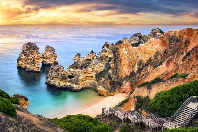 Bãi biển Camilo, Bồ Đảo Nha