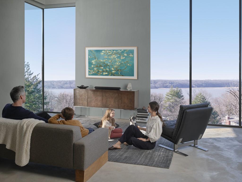 Samsung định hình phong cách sống thời thượng với TV The Frame, The Serif và The Sero ảnh 1