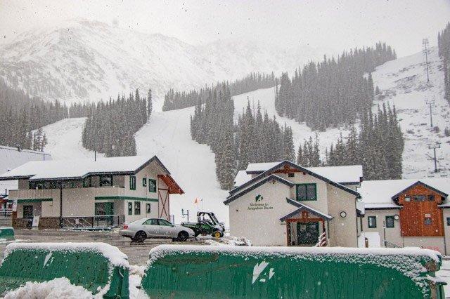 Tuyết rơi ngay ngày đầu hè ở Colorado, Mỹ.
