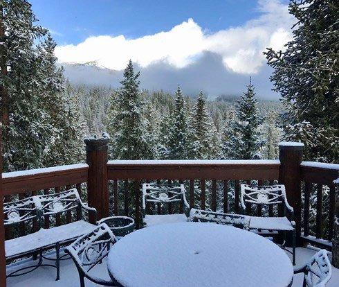 Tuyết rơi dày khoảng 50cm...