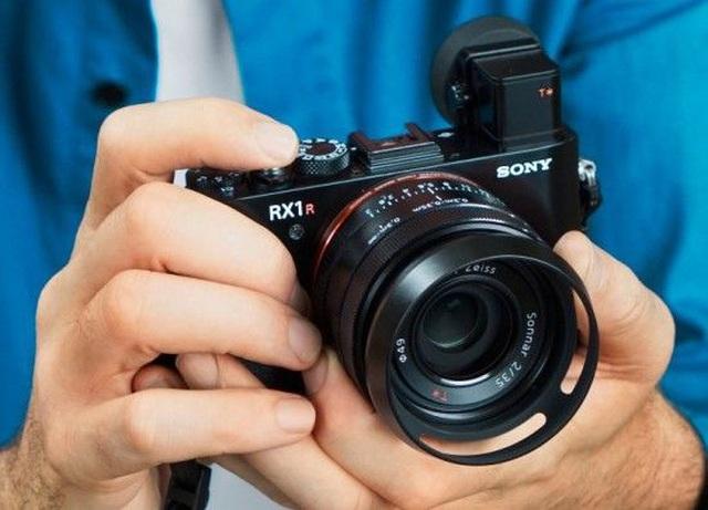 Top 10 máy ảnh chụp đẹp nhất thiếu vắng thương hiệu Canon - 1