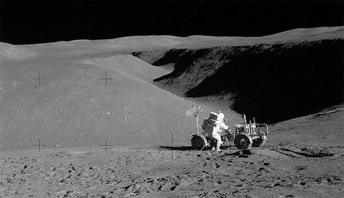Các nhà khoa học Trung Quốc đã tìm cách biến bụi Mặt trăng thành vật liệu xây dựng.