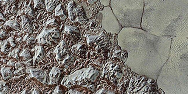 Hình ảnh cho thấy bề mặt băng giá của sao Diêm Vương.