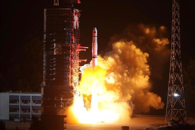 Trung Quốc phóng vệ tinh tiếp âm Queqiao