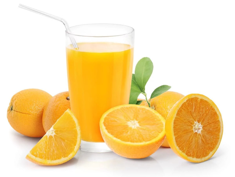 Khi cơ thể mệt mỏi, bạn đừng quên uống nước cam.