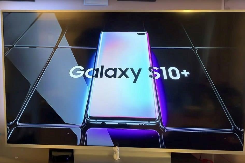 Mổ bụng Samsung Galaxy S10+, mặt lưng và màn hình dễ thay thế, cảm biến vân tay siêu âm khá nhỏ và mỏng