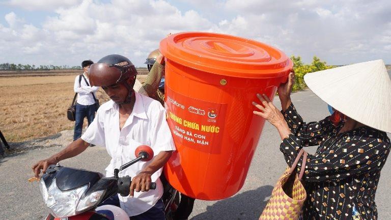 MobiFone trao tặng hơn 7.000 suất quà cho Hội Chữ thập đỏ thành phố Hà Nội ủng hộ người nghèo trong đại dịch Covid