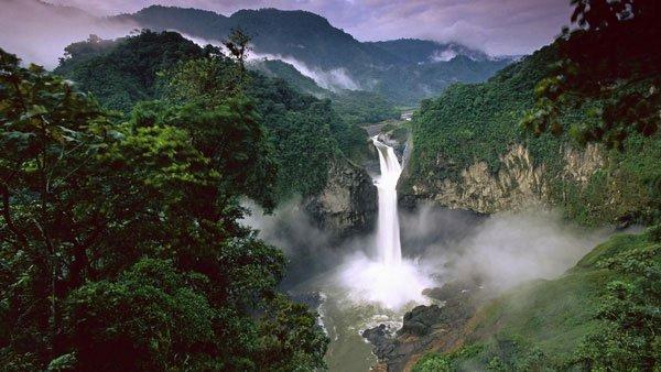 Thiên nhiên bao gồm tất cả những gì bao quanh con người mà không do bàn tay con người tạo nên.
