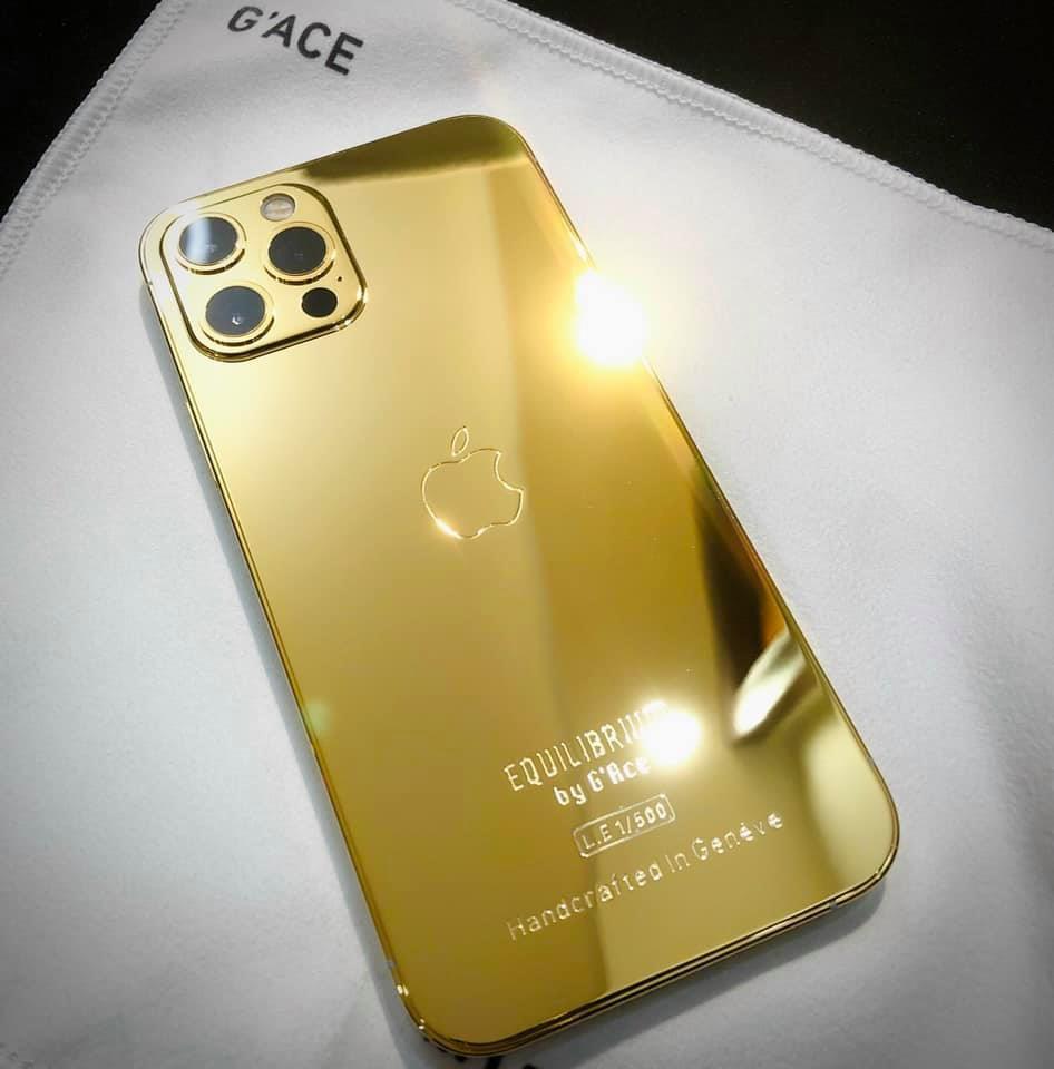 Ngắm iPhone 12 mạ vàng đầu tiên trên thế giới do công ty Việt Nam thực hiện ảnh 1