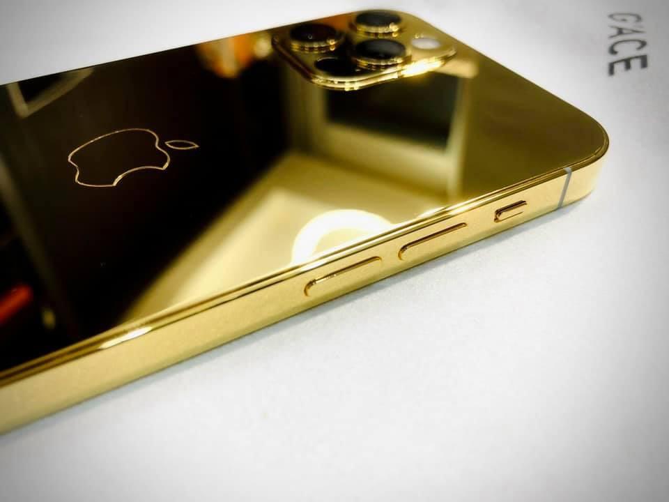 Ngắm iPhone 12 mạ vàng đầu tiên trên thế giới do công ty Việt Nam thực hiện ảnh 2